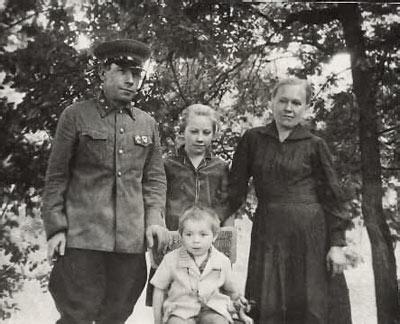 Иван Ильич Андриянов с семьей