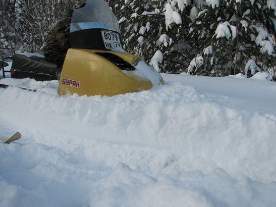 С глубоким рыхлым снегом «Бураны» не справляются. Фото В. М. Рябова.
