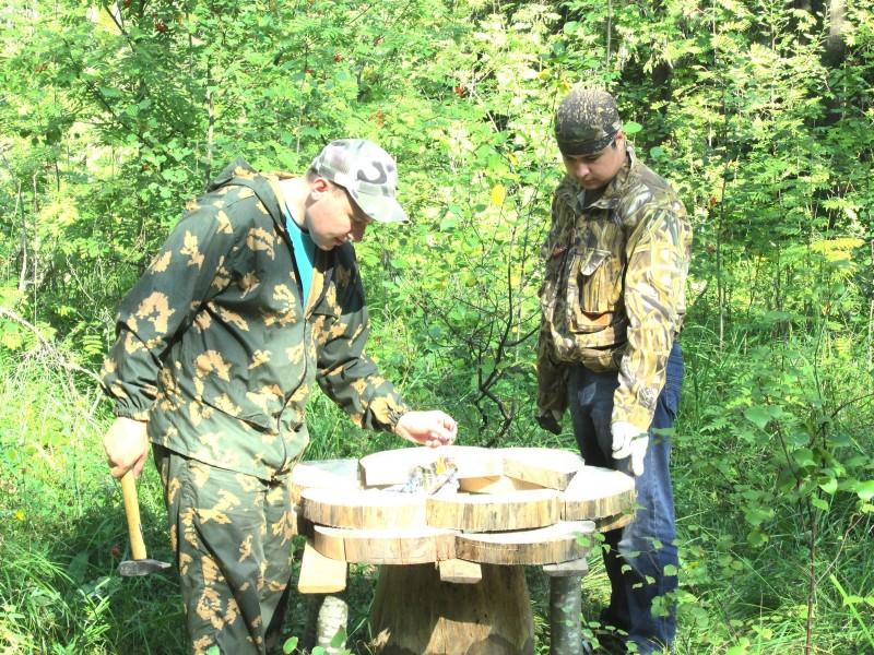 Волонтеры за работой (Николай Ковров и Максим Ситников)