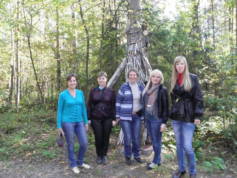 Участники конференции на экологической Тропе Йети Фото Целищевой Л.Г.