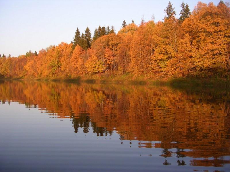 Озеро Нургуш в осеннем наряде. Фото Шубина С. Е.