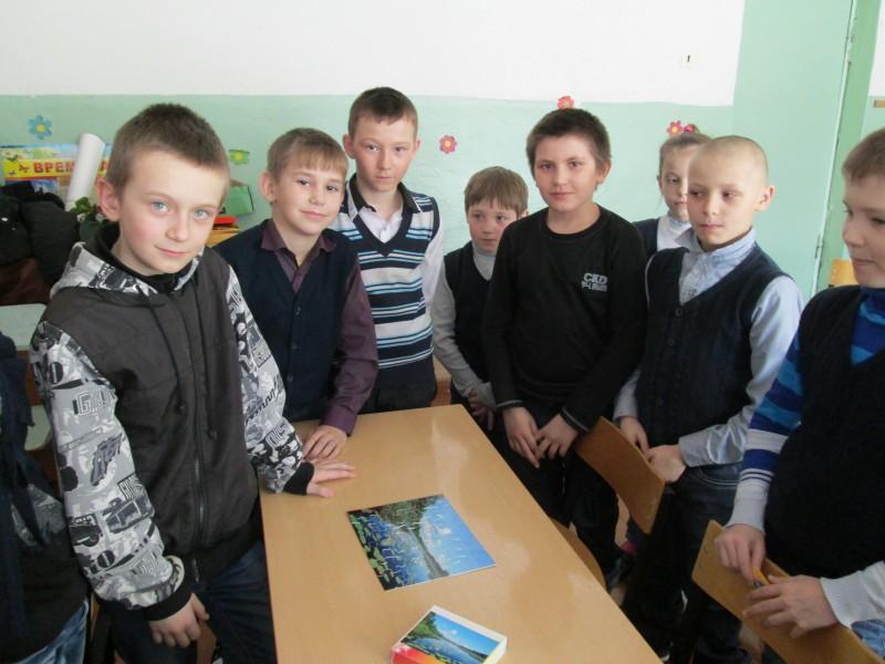 Команда мальчиков первой собрала пазл - оз.Кривое - место кормежки кодоплавающих птиц. Фото Ю.С.Рогожкиной