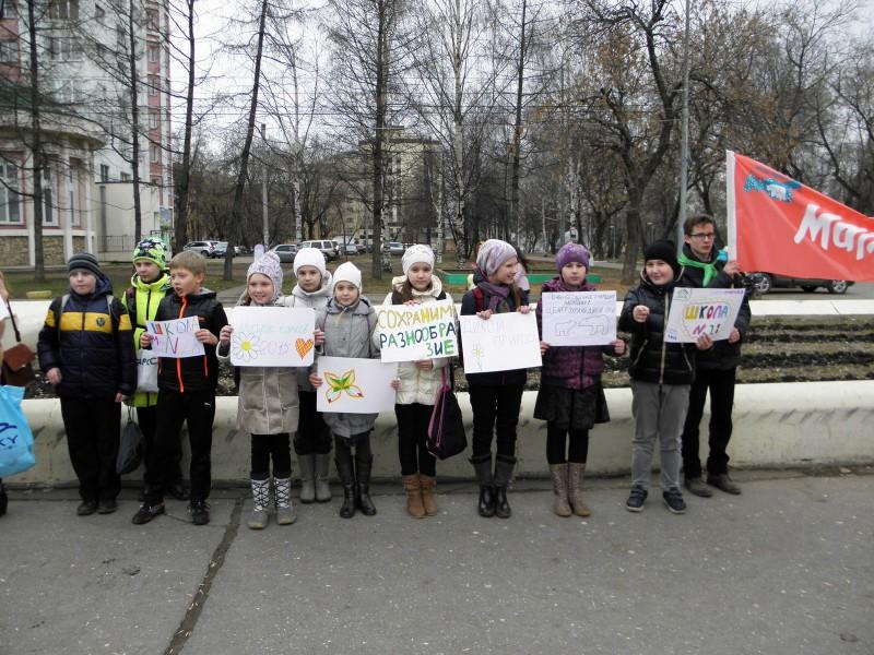 Ученики школы №28 (г. Киров) на Марше парков-2015