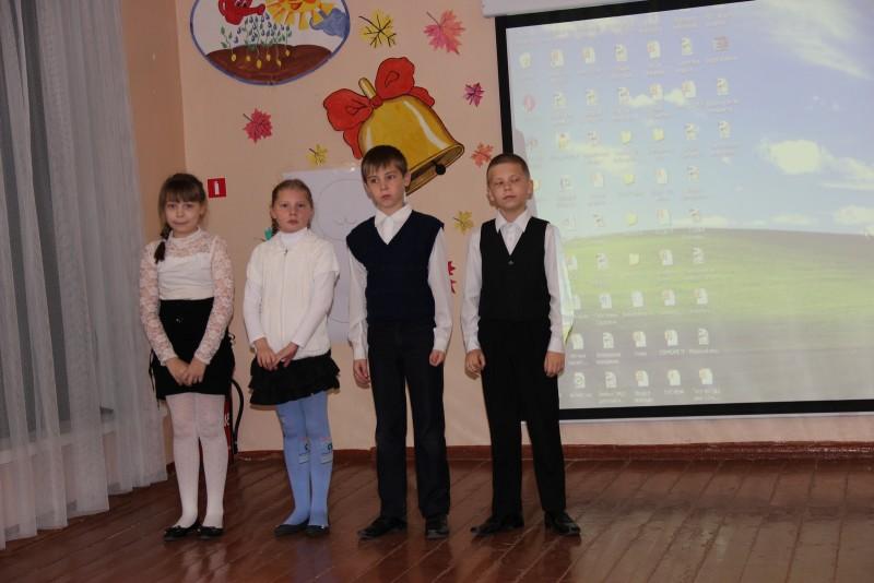 Ученики читают стихи о бобрах. Фото Е. В. Князевой
