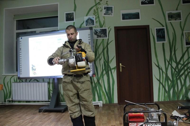 Занятие по лесным пожарам с Г. Куксиным. Фото Е.В. Князевой