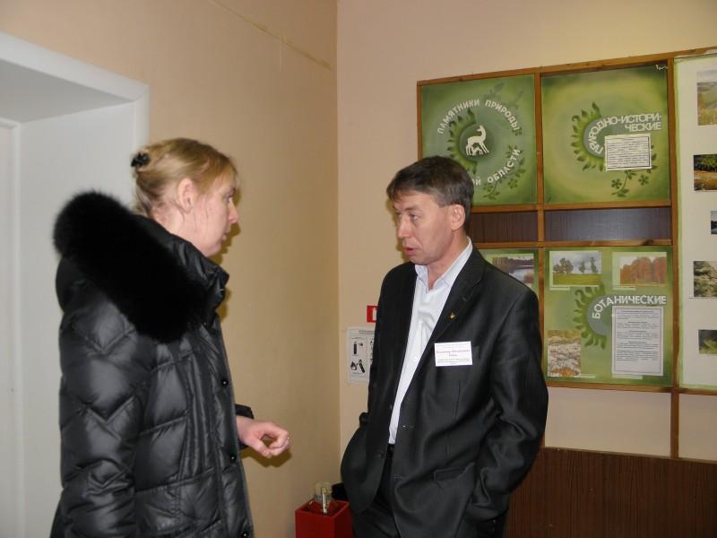 В. М. Рябов консультирует руководителей проектных работ. Фото Л.Г. Целищевой