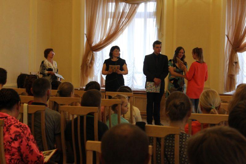Награждение победителей конкурса. Фото Л. Б. Курочкиной