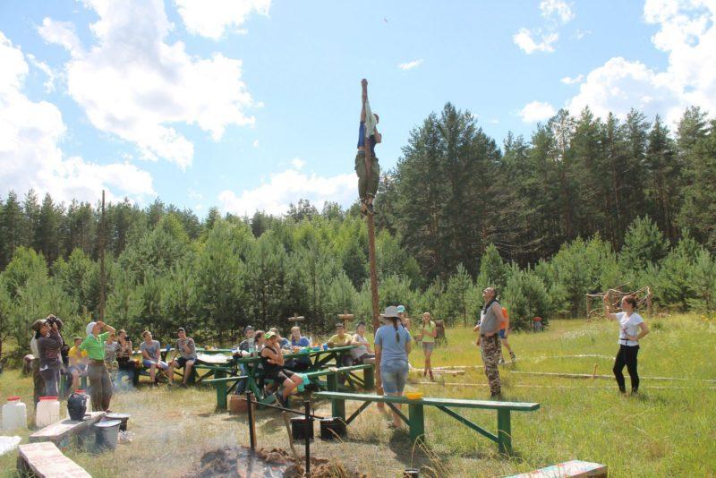 Вот так появился флаг лагеря ,,Ромашка,, Фото Н. Е. Баштанник