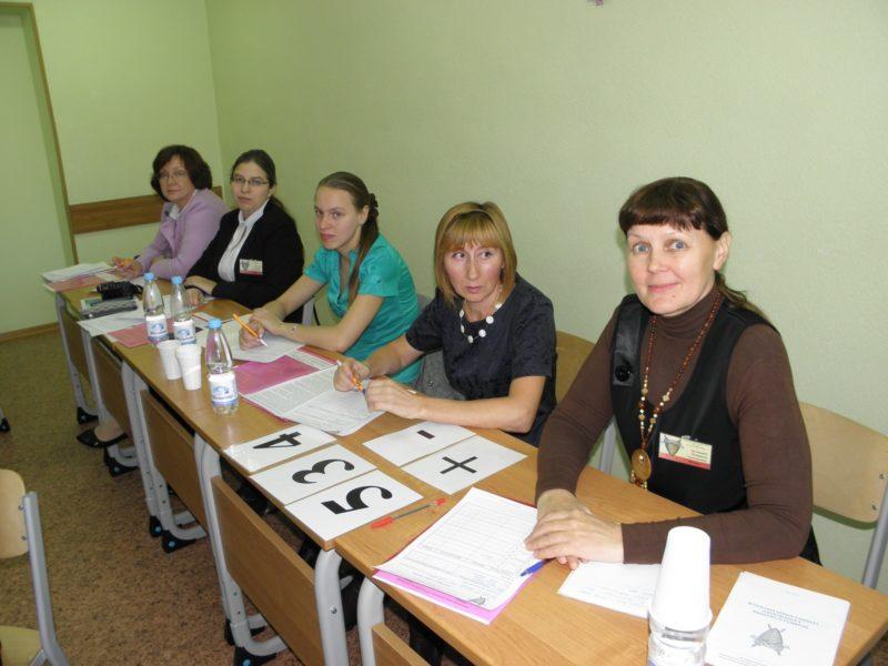 Л.Г. Целищева в жюри Турнира юных биологов Кировской области. Фото В. Тулявко.