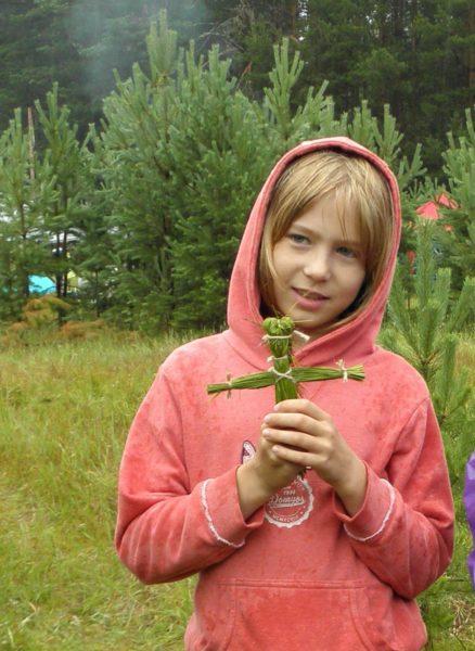Игрушка из осоки. Фото Л. Г. Целищевой