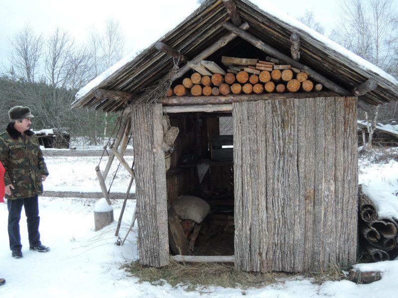 Шалаш пасечника в экспозиции Пчеловодство. Фото Е. М.Тарасовой