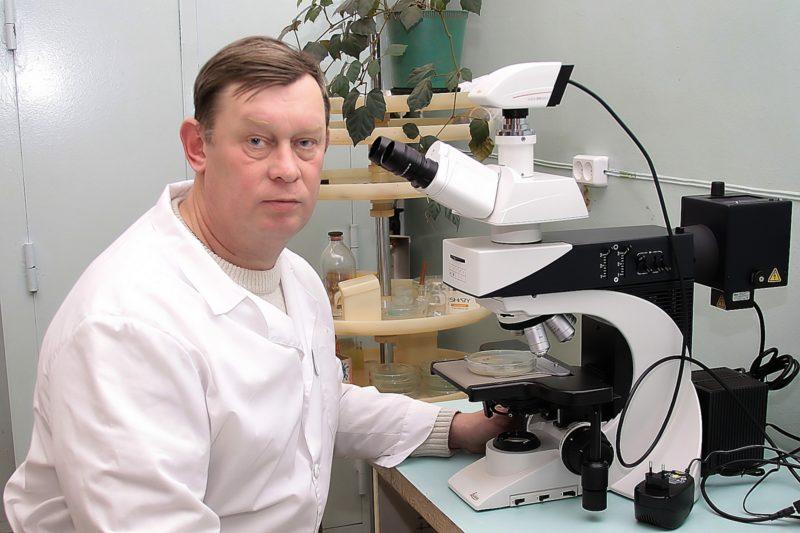А.А. Широких в лаборатории