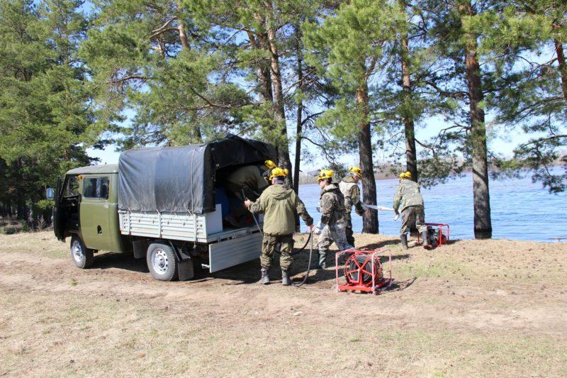 Сотрудники заповедника на учениях по тушению лесных пожаров. Фото Е.В. Князевой