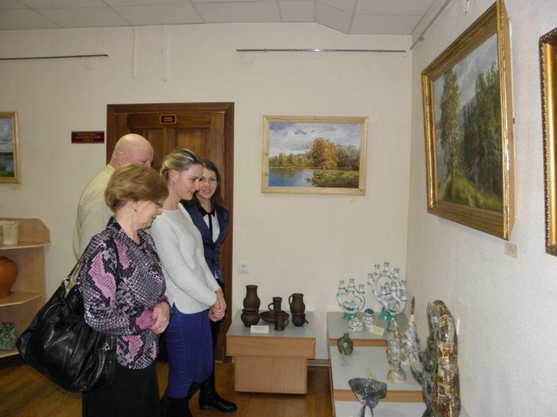 Сотрудники заповедника на выставке. Фото Л.Г. Целищевой.