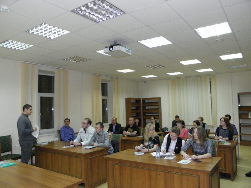 Н.А. Ожегов рассказывает о работе государственных инспекторов. Фото Л.Г. Целищевой