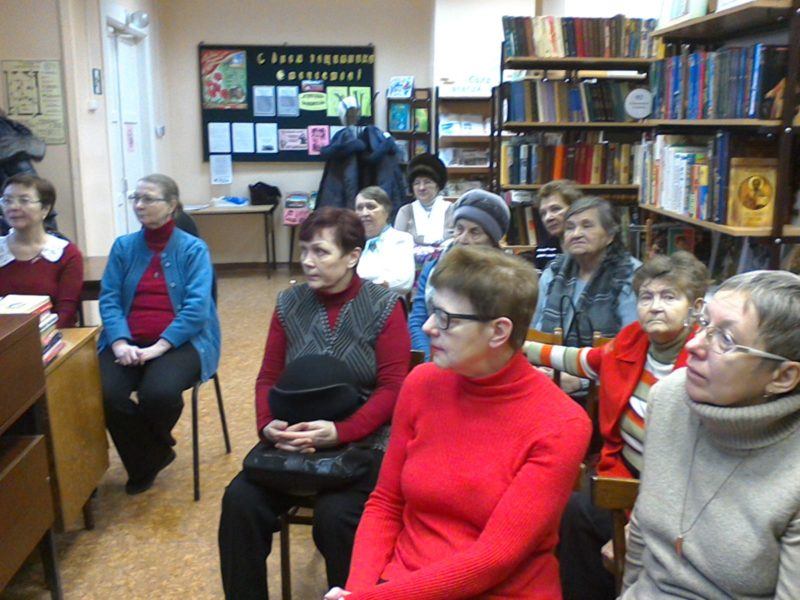 Встреча с посетителями библиотеки № 15 г. Кирова. Фото Е. А. Чарушниковой