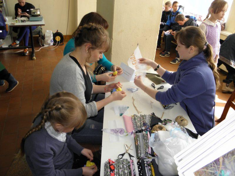 Изготовление куколки. Фото Л.Г. Целищевой