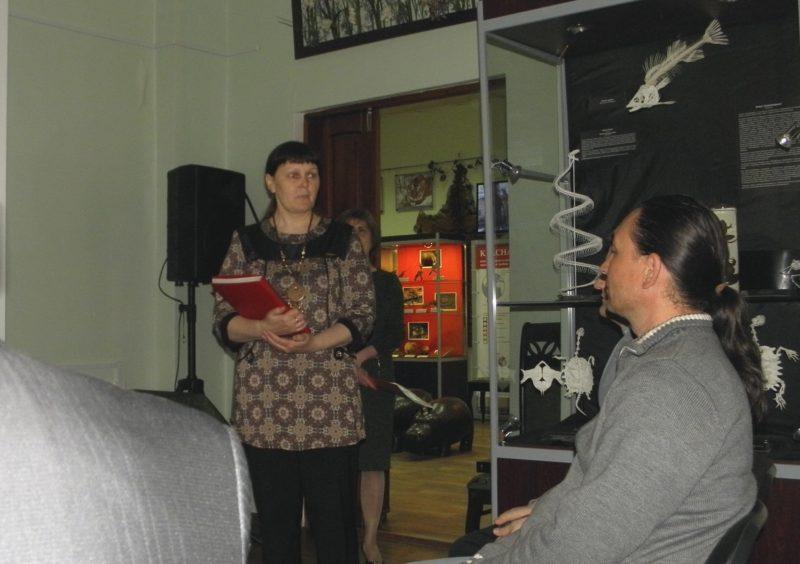 Целищева Л.Г. рассказывает как готовилась Красная книга коллективом авторов.  Фото М.Н. Владыкиной