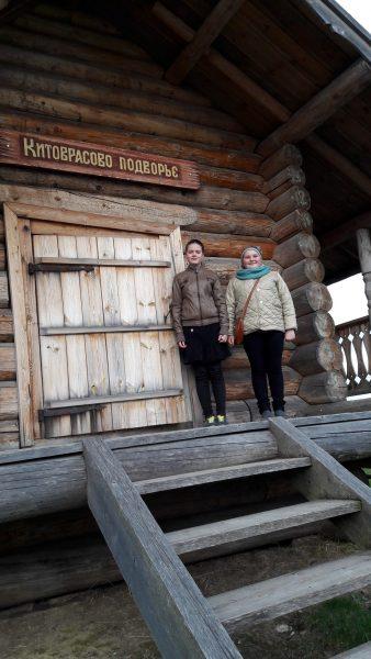 Юнные экскурсоводы. Фото М. Н. Владыкиной