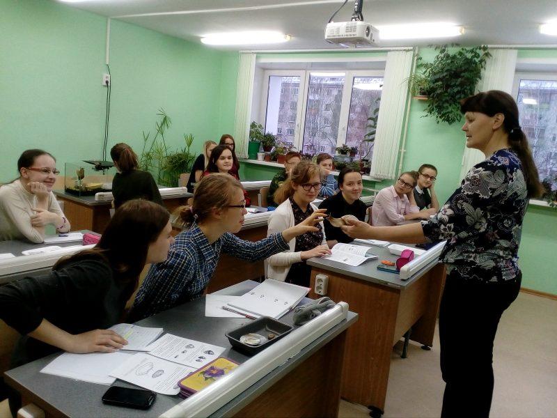 На занятиях с учениками заочной школы Л. Г. Целищева. Фото Е.Н. Лимоновой