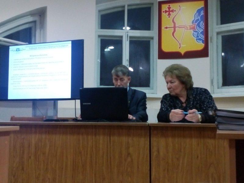На заседании НТС Т.Я. Ашихмина (председатель) и В.М. Рябов (докладчик). Фото Л.Г. Целищевой