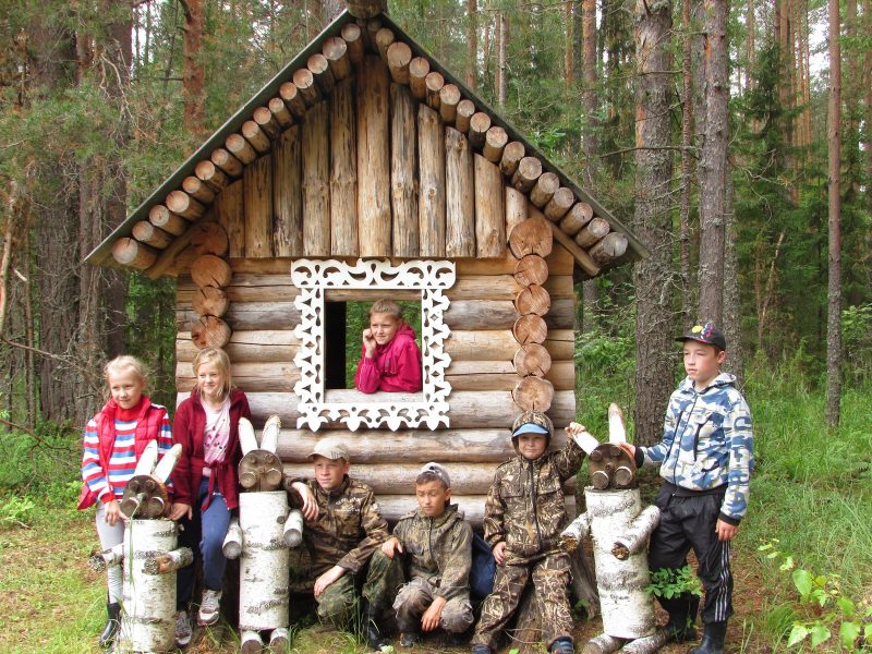 На экскурсии по экотропе Заячья поляна. Фото Е. В. Рогожниковой