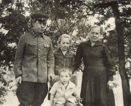 Иван Ильич Андрианов с семьей