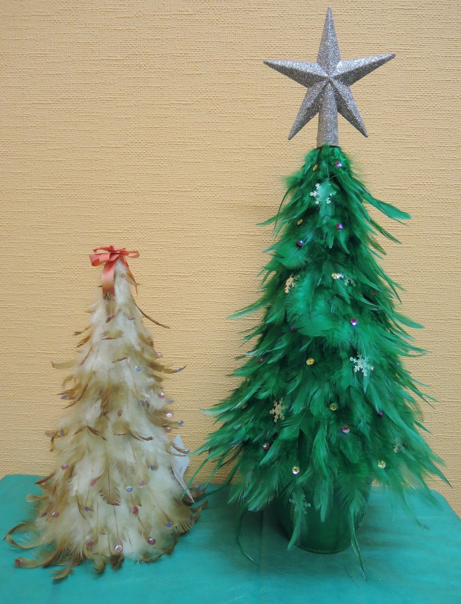 Выставка Лесная красавица - Елка Чудо в перьях Фото из архива