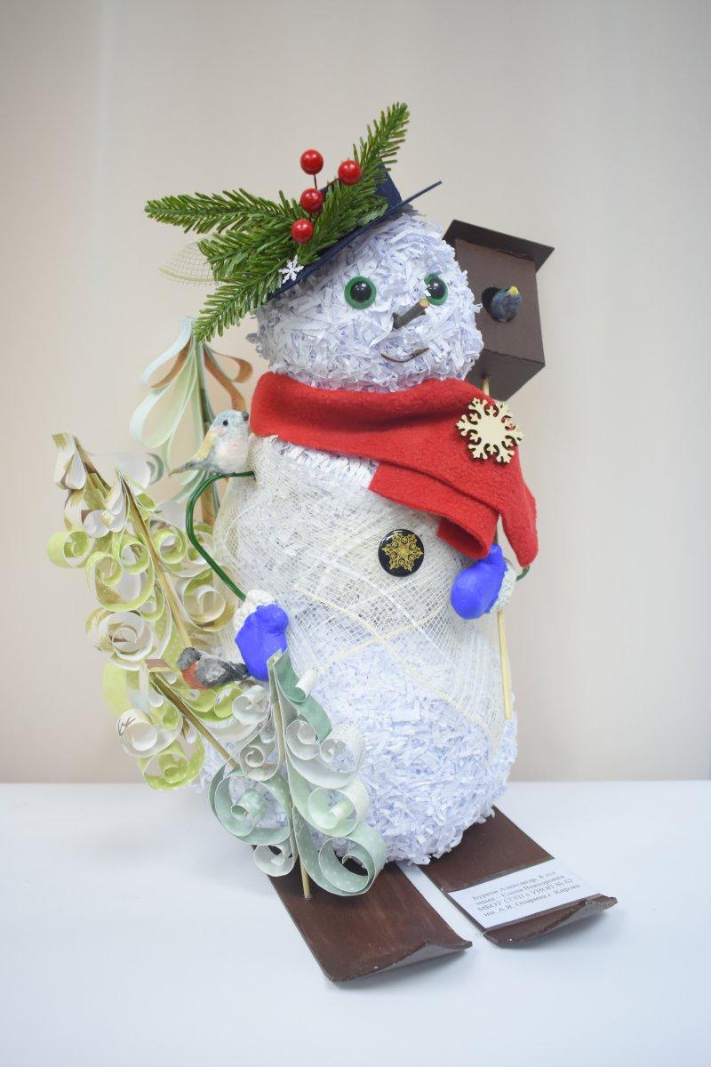 Выставка Снеговик - Работа а. Буркова. Фото Н.С. Просрвниной